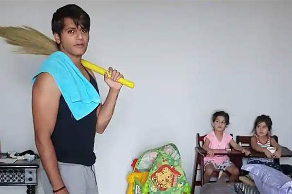 karanvir bohra shares pic urges men to help wives during coronavirus lockdown