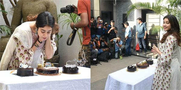 janhvi kapoor celebrates birthday with media