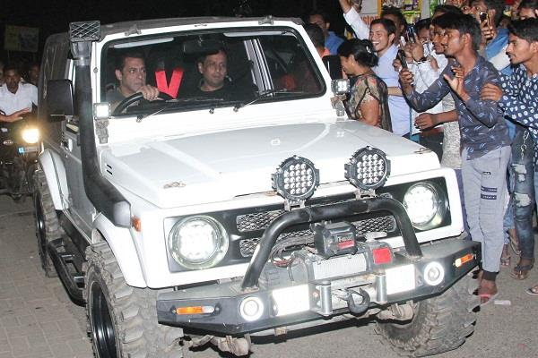 salman arrived on the set of radhe in jeep
