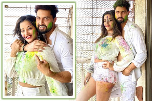 monalisa celebrated holi with husband and friends