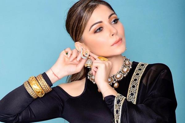 singer kanika kapoor confirms that her report is positive in corona virus