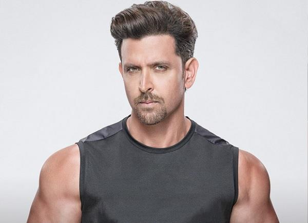 hrithik roshan contributes 20 lakhs for bmc workers