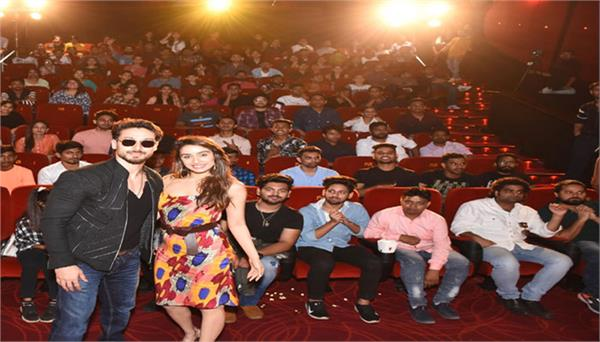 tiger shroff gave a surprise to his fans in mumbai