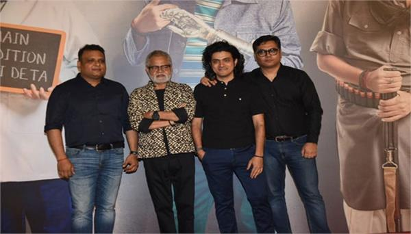 gathering of stars at the special premiere of sanjay mishra film kaamyaab