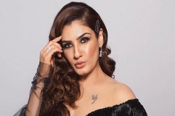 raveena tandon and sandhya mridul gets angry on chinese meat market has reopen
