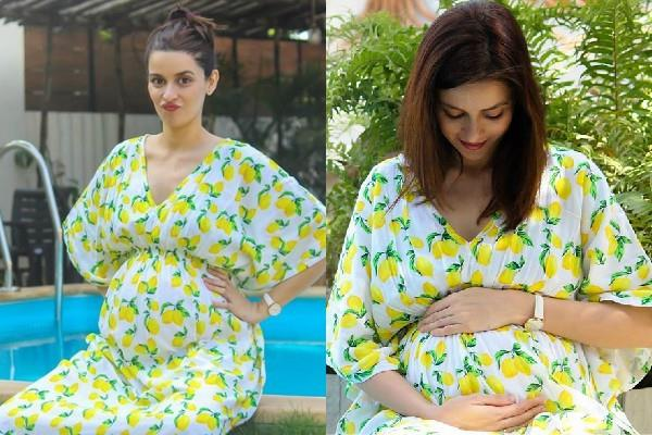 ekta kaul flaunting her baby bump in latest pictures