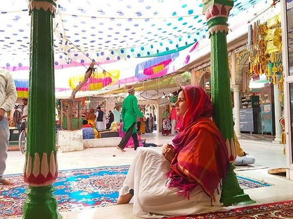 kirti kulhari share ajmer sharif dargah pictures to wish people ramnavami