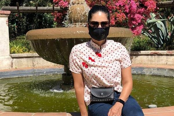 sunny leone learning social distancing in los angeles garden