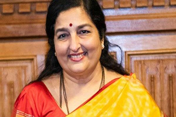 anuradha paudwal came forward to help the corona warriors