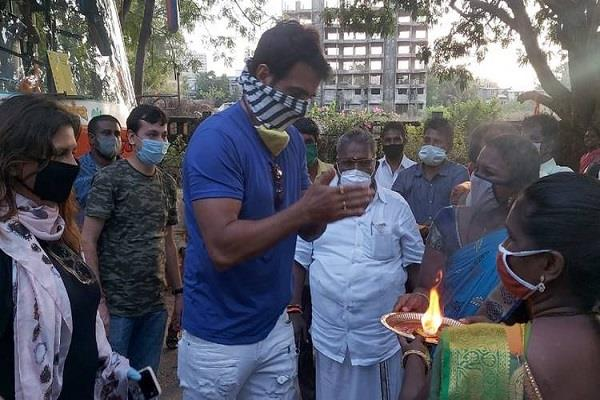 woman performed sonu sood aarti and people thanked the actor for helping
