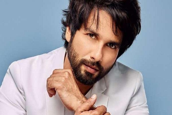 shahid kapoor transfers money to bank account of background dancers