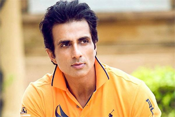 sonu sood send 800 labours migrants from mumbai to uttar pradesh by train