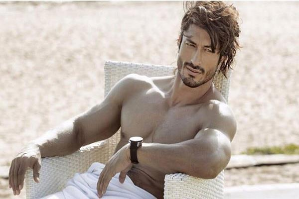 outsider issue again heated up for not call vidyut at disney plus conference