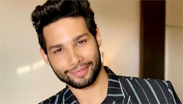 siddhant chaturvedi and his father shoots a video song