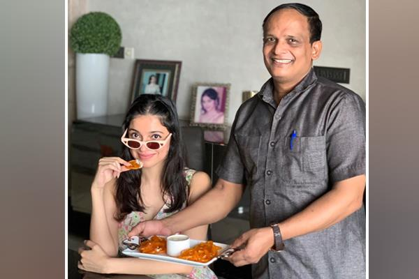 divya khosla message to haters by sharing picture with staff sheru