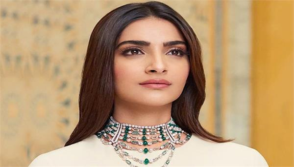 sonam kapoor ahuja gives donation amid covid 19