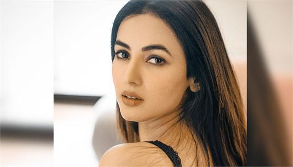 sonal chauhan arjun kanungo together in music video fursat hai aaj bhi