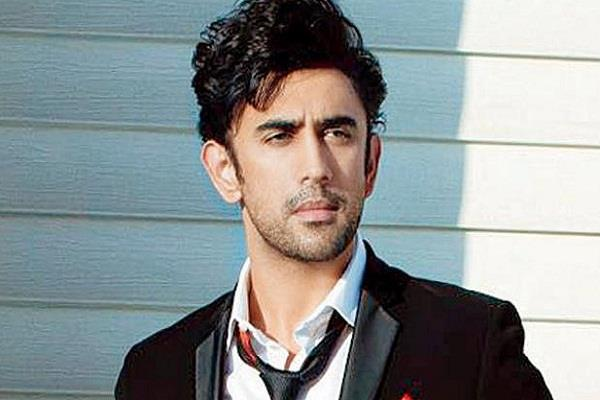 amit sadh requested to people don t make fake accounts on my name