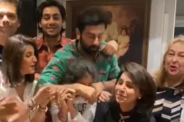 karan johar makes an appearance at neetu kapoor birthday picture viral
