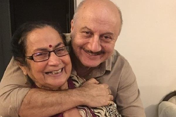 anupam kher mother also tested corona positive