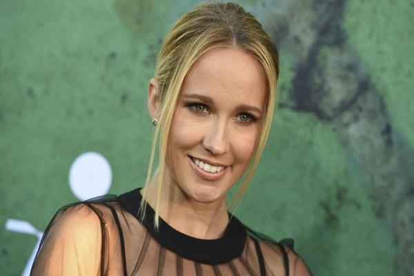 actress anna camp tested corona positive