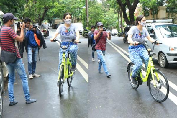 sara ali khan spotted at mumbai streets