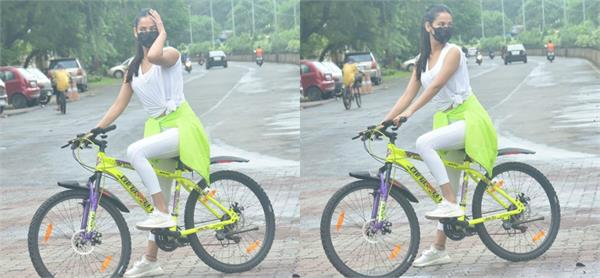 sonal chauhan looked cycling in mumbai streets