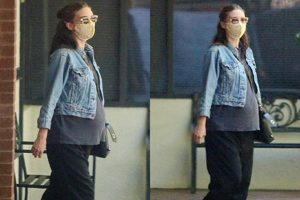rooney mara flaunts her baby bump in latest pictures