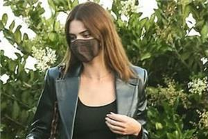 kendall jenner looks stylish as she spotted with friends