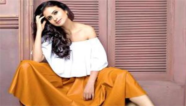 rasika duggal will be seen showcasing her dancing talent in lootcase