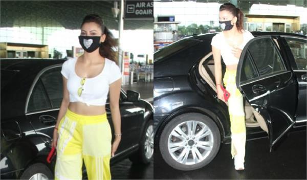 urvashi rautela spotted at mumbai airport