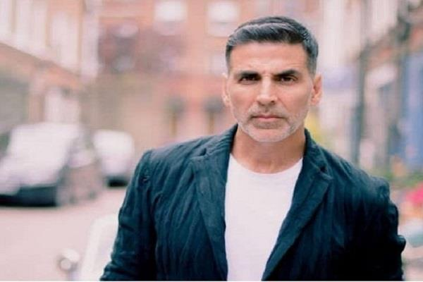 akshay kumar replies to a fan waiting from 20 years