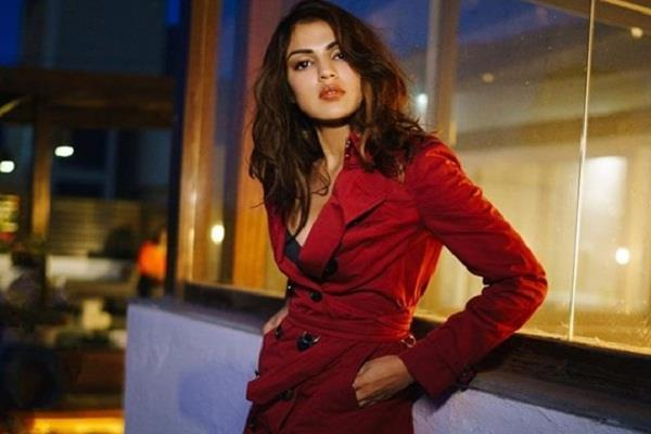 rhea chakraborty and her family left apartment of mumbai