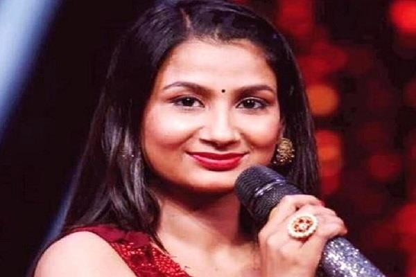 indian idol fame singer renu admit in hospital after lover commited suicide
