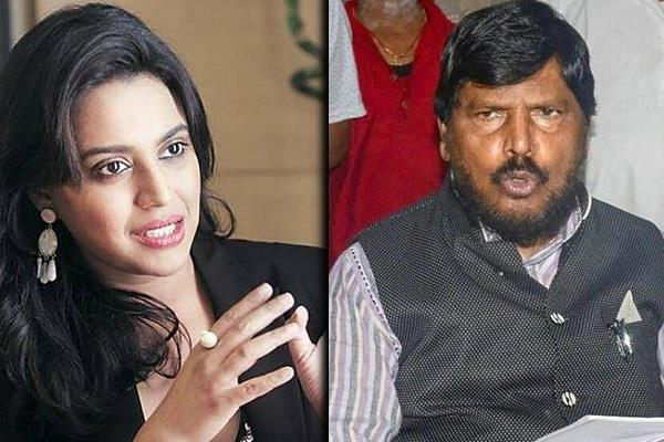 actress swara bhaskar take dig at ramdas athawale support payal ghosh