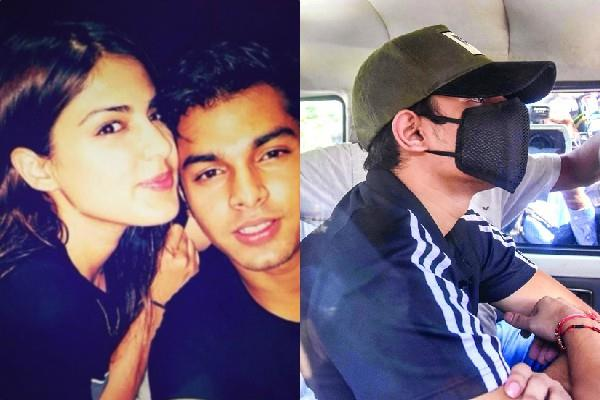 showik chakraborty confessed ncb that he procuring drugs for rhea chakraborty
