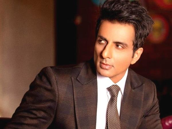 sonu sood honoured with global humanitarian award by undp