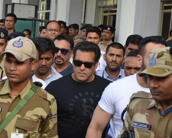 salman to appear in jodhpur court on 1 december in kankani deer hunting case
