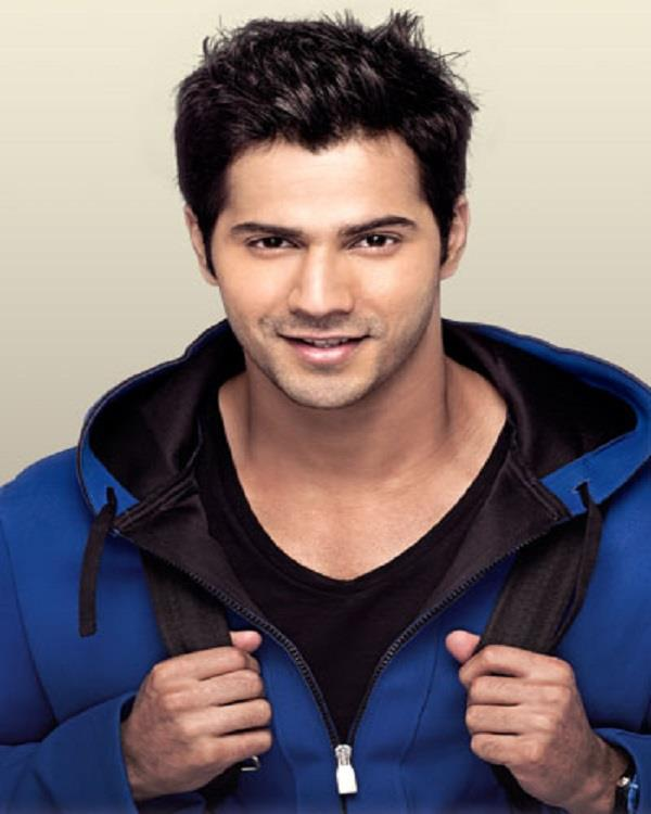 varun dhawan help to photographers