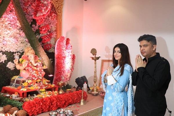 bhushan kumar and divya khosla kumar said good bye to gappati bappa