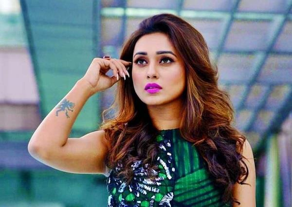 kolkata police arrested taxi driver who passing comments at actress mimi