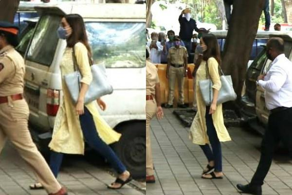 shraddha kapoor reaches ncb office for drug case interrogation