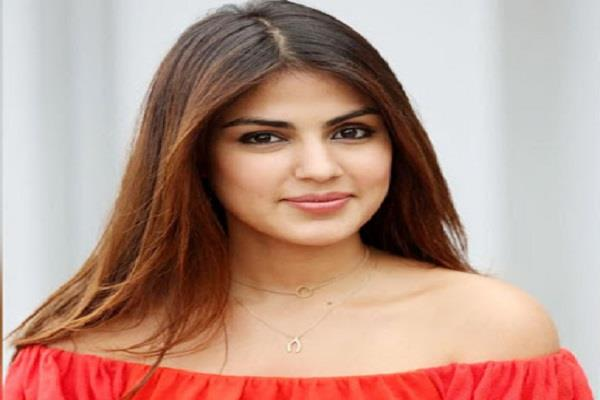 rhea chakraborty eleven years old tweet viral on social media