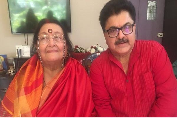 filmmaker ashoke pandit mother passed away at 82