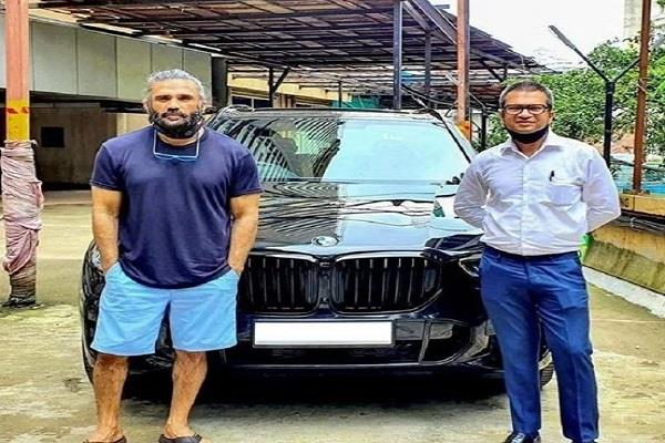 actor suniel shetty buys bmw x5 suv car
