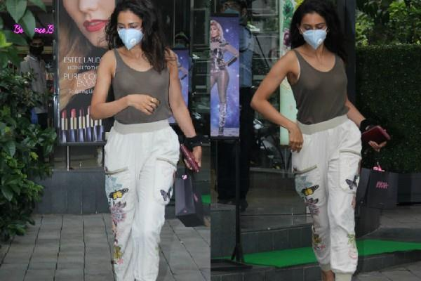 rakul preet singh spotted outside beauty products shop in bandra