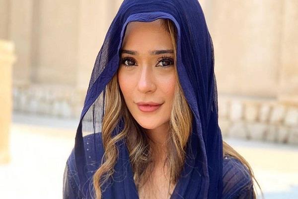 tv actress sara khan got corona positive