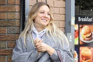 kaley cuoco spotted outside the restaurant