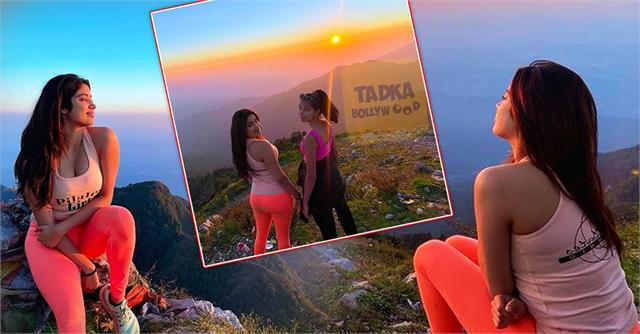 jhanvi kapoor enjoying the sunset amidst the mountains with friends