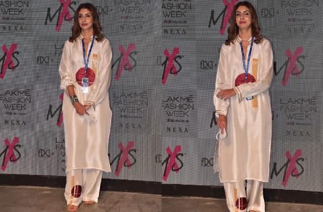 lakme fashion week 2021 shweta bachchan impressed fans with simple look